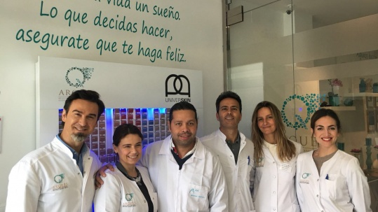 TRASMITIENDO NUESTRA EXPERIENCIA EN LA MEDICINA ESTÉTICA EN LA CLÍNICA DEL DR. ARQUES